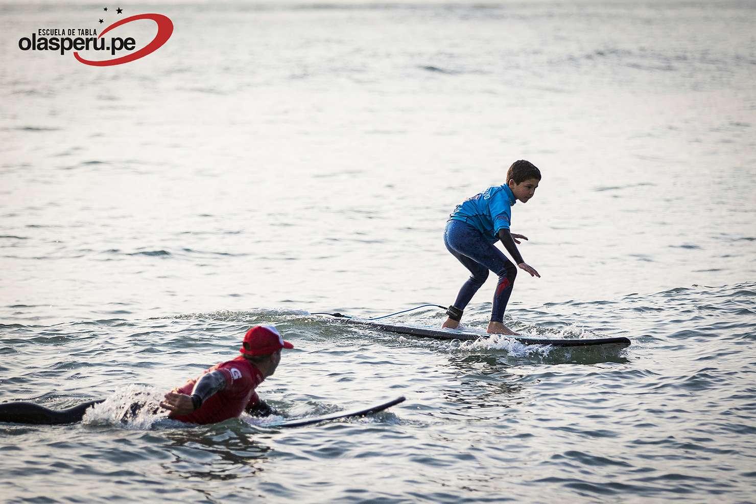 Inicio de actividad de surf en el colegio Newton