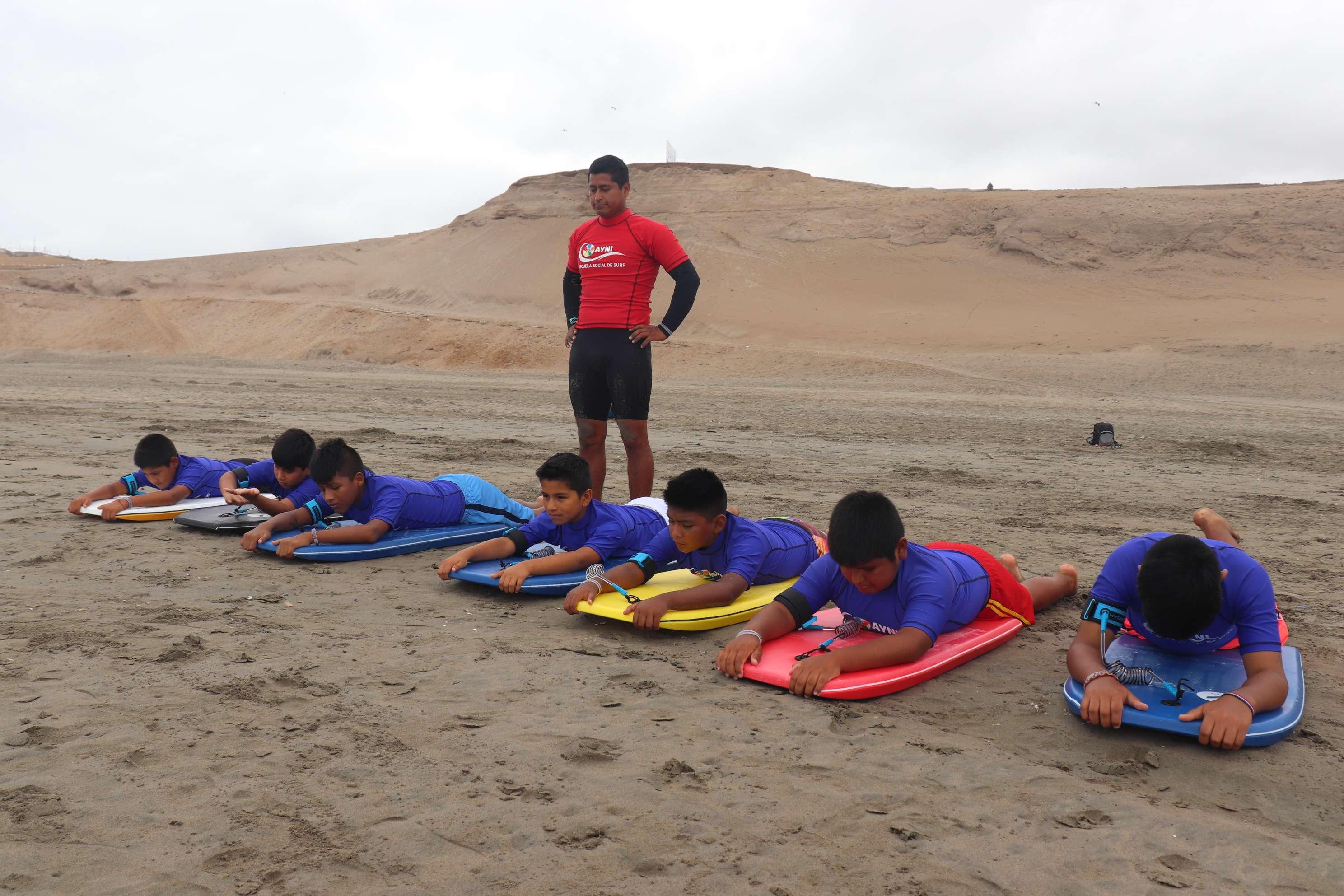 Huaura inaugura su primera escuela de tabla