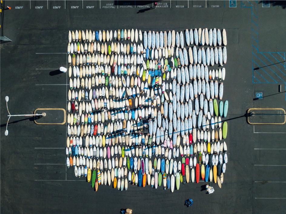 Más de 600 tablas de surf son enviadas de California a África para niños sin hogar