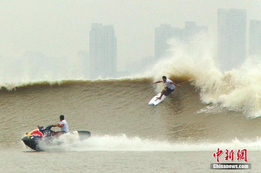 Dragón de Plata: Así se fue el espectacular torneo en la épica ola del rio Qiatang (China)