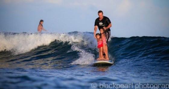 Liberan al surfer hawaiiano preso en Indonesia