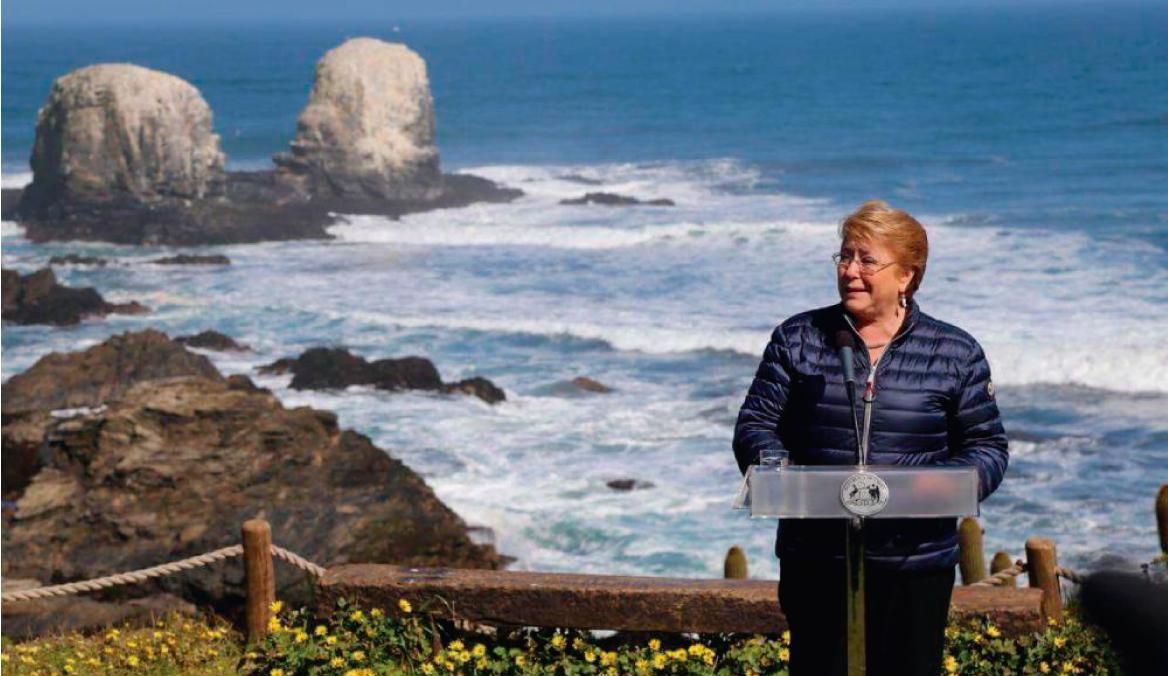 Chile firma proyecto de ley para prohibir el uso de bolsas plásticas en sus costas