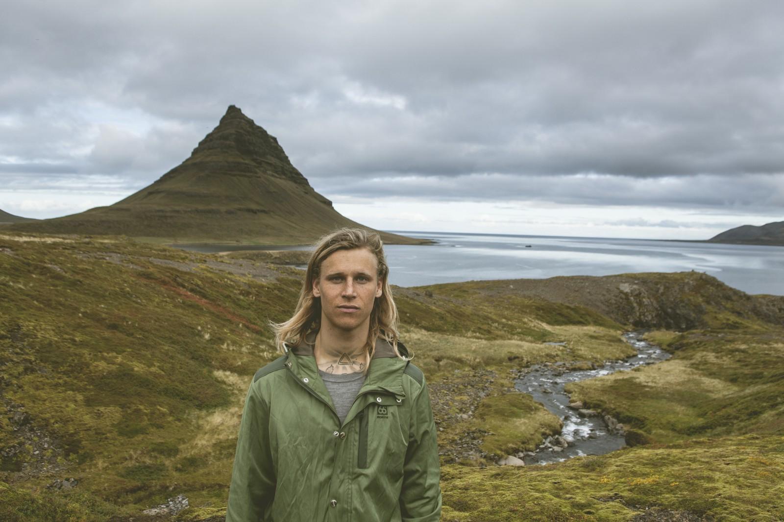 Heidar Logi, el primer surfer profesional de Islandia