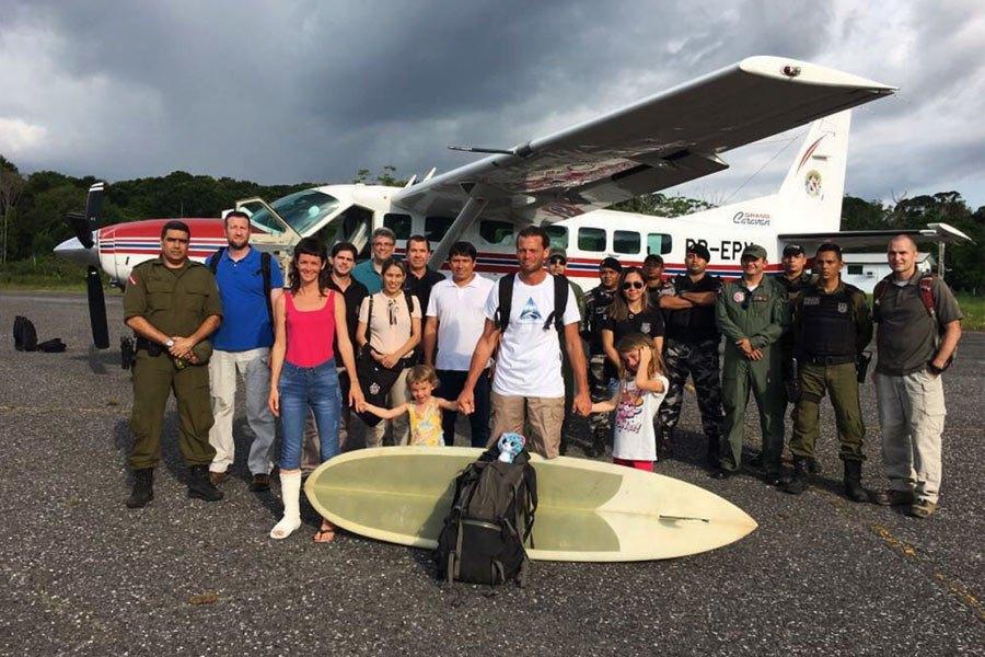 Tabla de surf ayuda a familia a escapar de piratas en el Amazonas