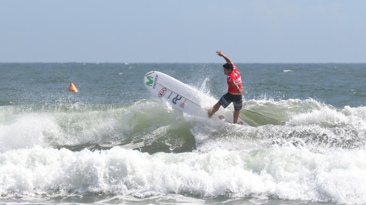 Piccolo Clemente gana en el debut y se mete a ronda tres del mundial de longboard en Japón