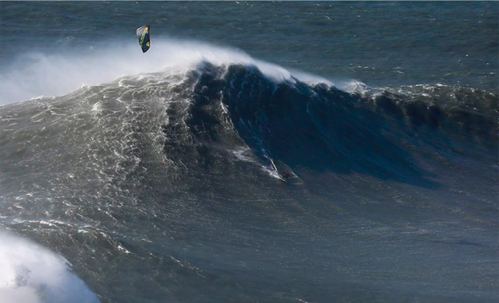 El kite surfer que desafió las olas de Nazaré