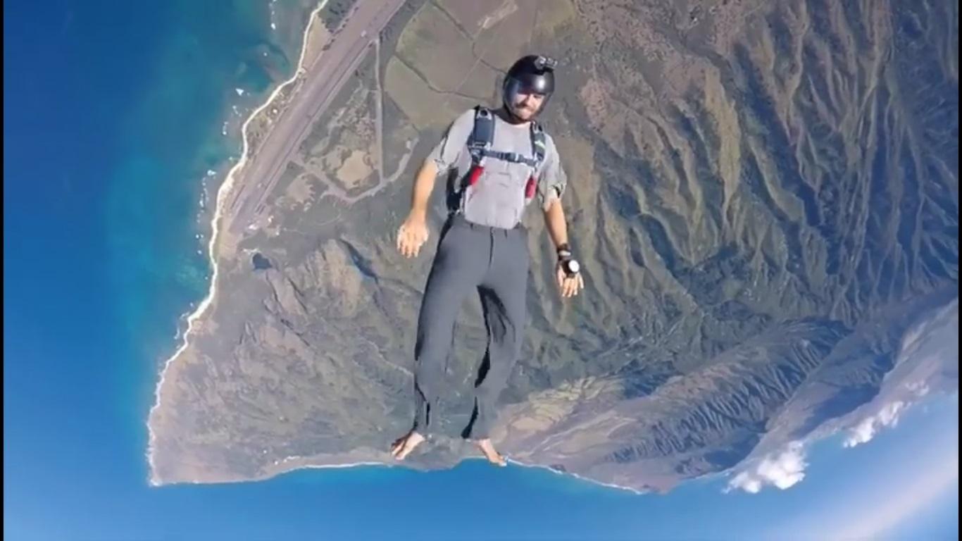 Surfista de ola grande se rompe espalda y tobillo en sesión de paracaidismo