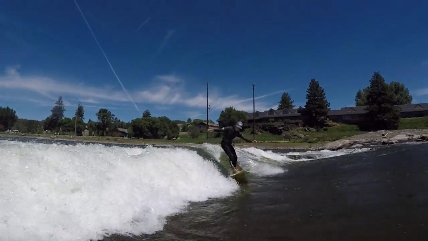Gerry Lopez y compañía buscando olas en el Rio Oregón