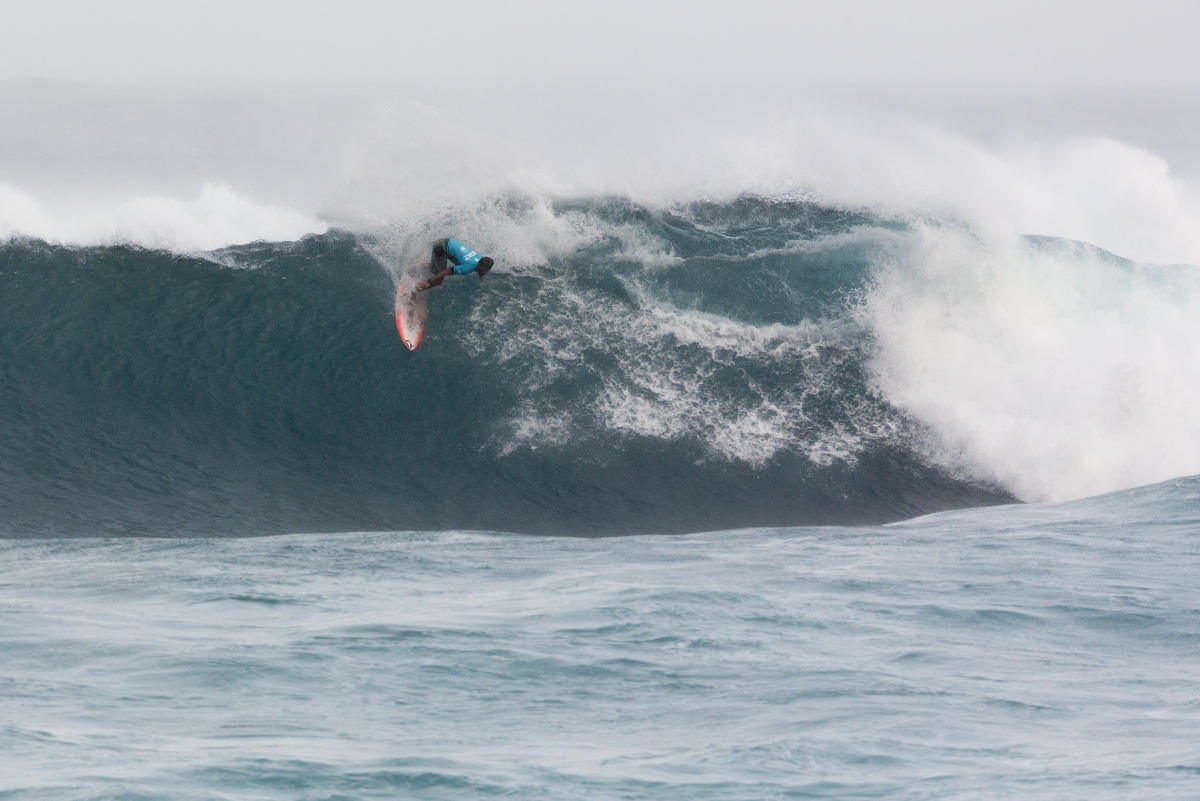 Miguel Tudela avanza en el Vans World Cup (Hawaii)