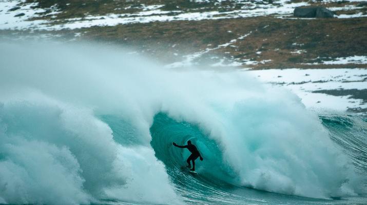 Surf en Noruega, redescubriendo un paraíso gélido