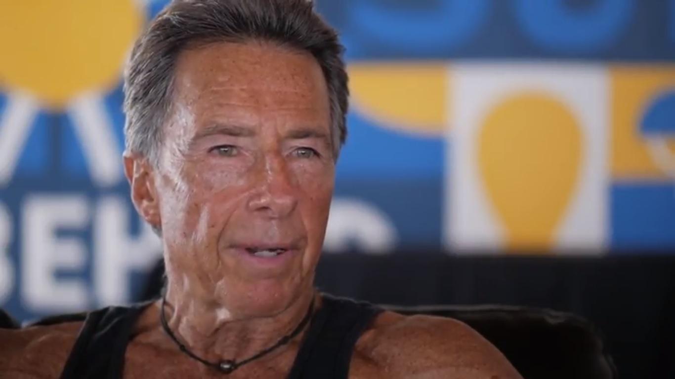 Ayudemos a Felipe Pomar a seguir surfeando hasta los 100 años
