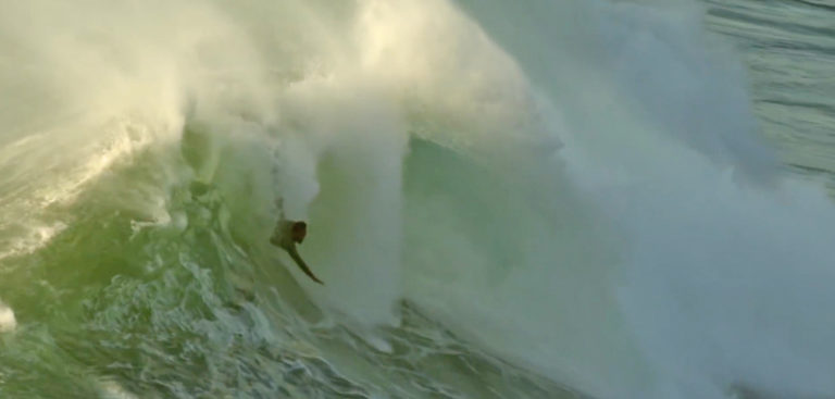 [VIDEO] Surfeando Nazaré sin tabla de surf