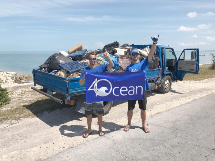 La genial idea de dos surfistas para limpiar los océanos que hoy es campaña global