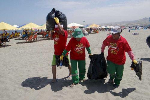 Más de 3 toneladas de desechos fueron recolectados en playas de 9 regiones