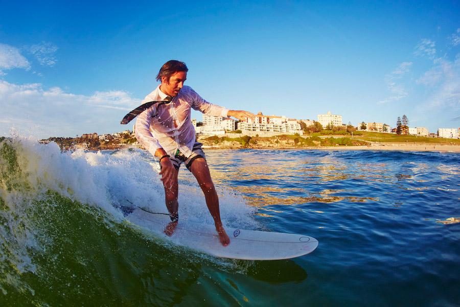 El surf usado como herramienta para mejorar la salud mental