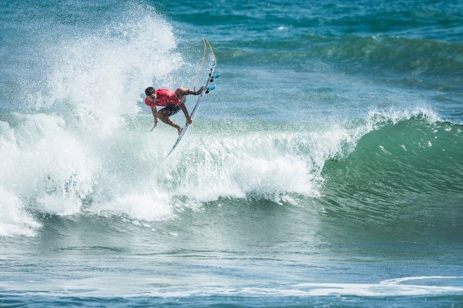 Peruanos se meten a la ronda tres del Martinique Surf Pro