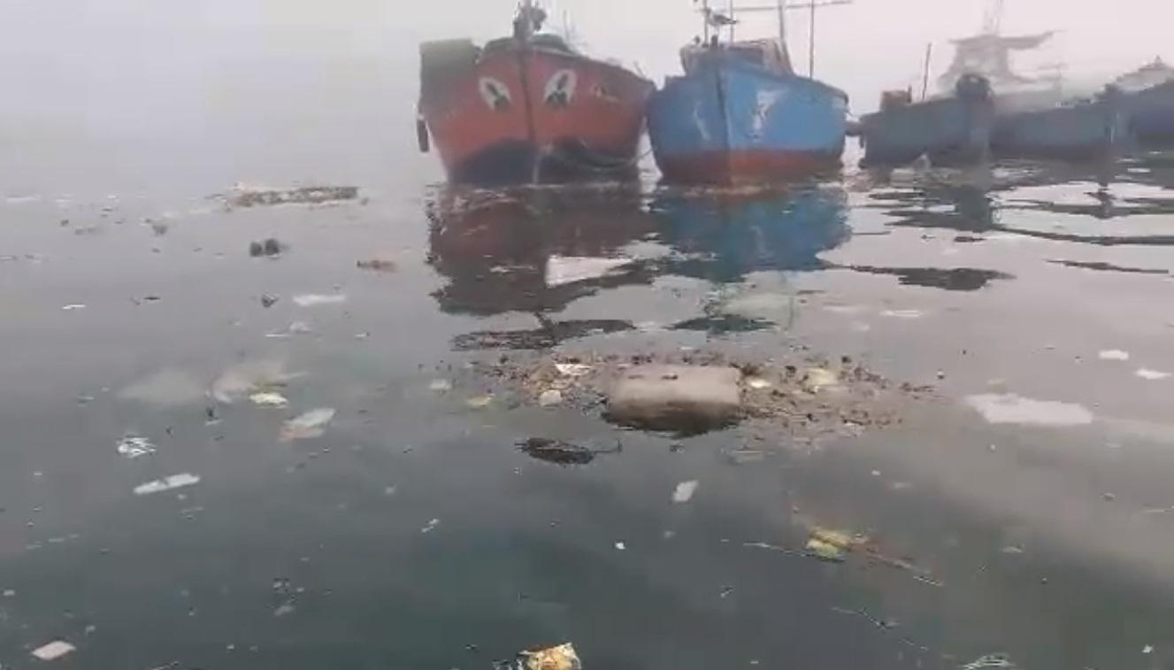 Nueva denuncia por contaminación en mar de Pucusana