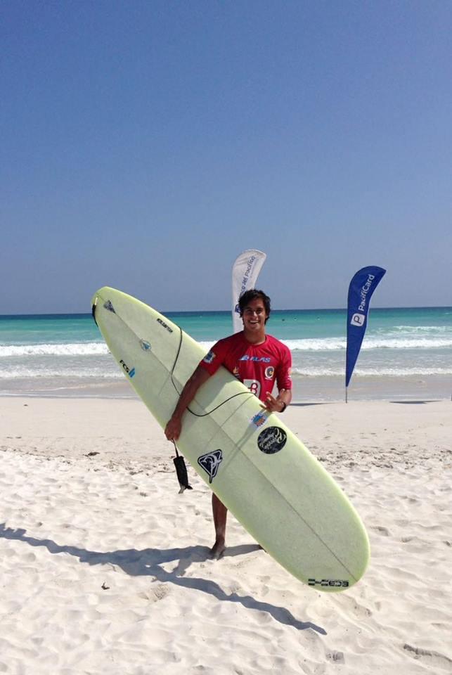 Longboard peruano triunfa en ALAS de Galápagos