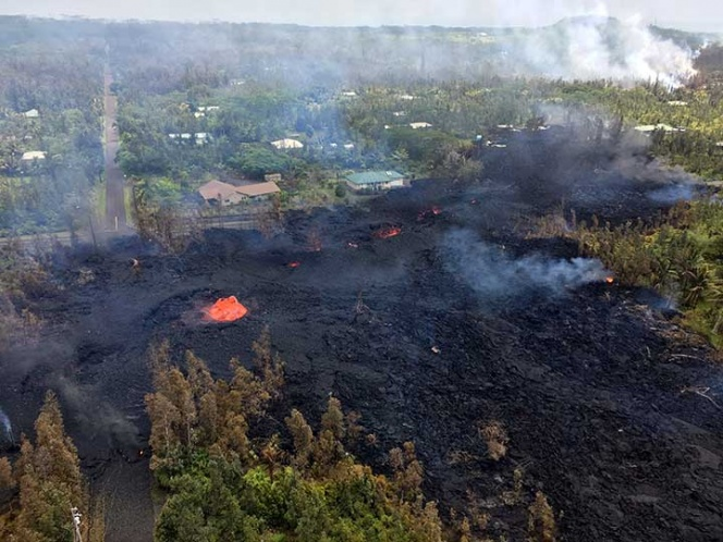 Erupción de volcán destruye 26 casas en Hawaii
