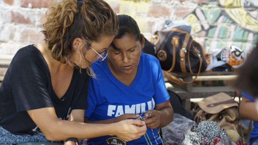 Roxy se une a las mujeres tejedoras de Manchay para dar a conocer su arte