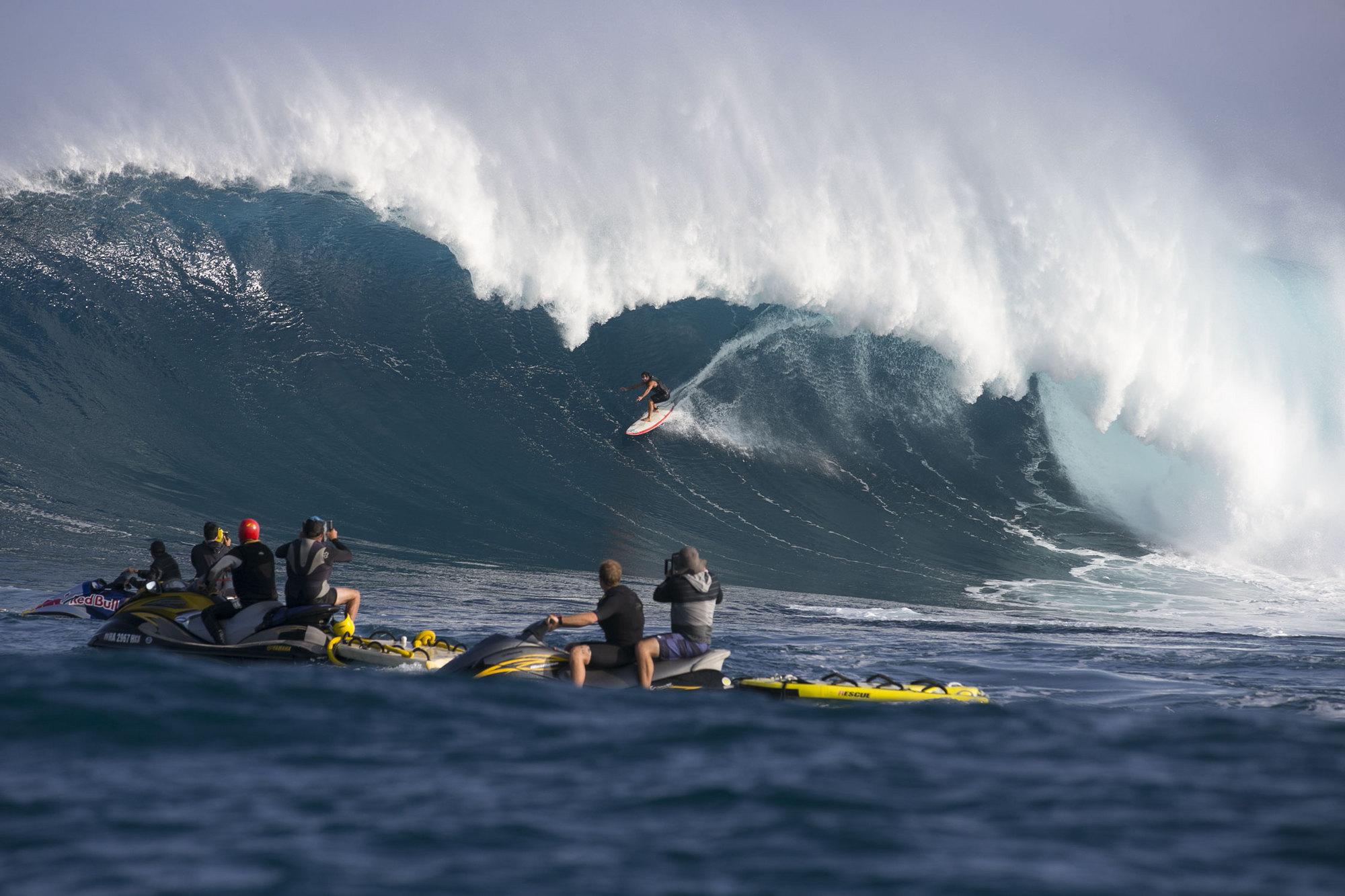 Al filo de lo imposible. Cazadores de olas gigantes