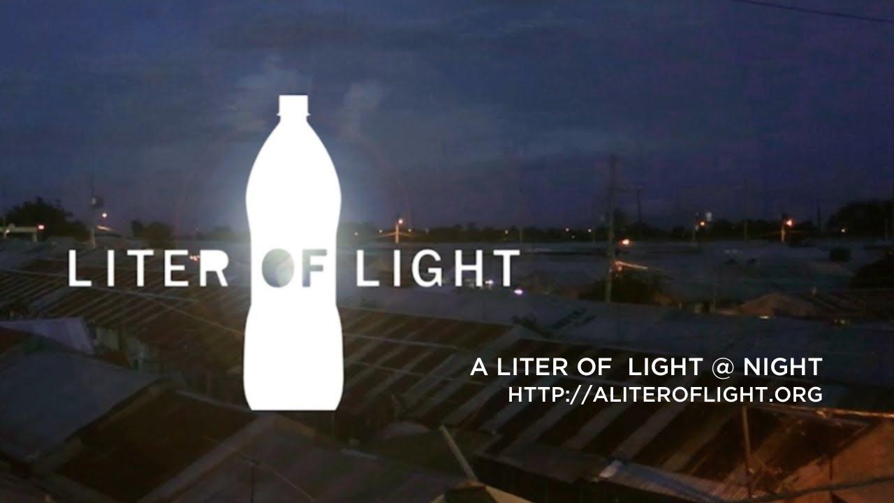 Botellas de plástico se utilizan para crear lámparas