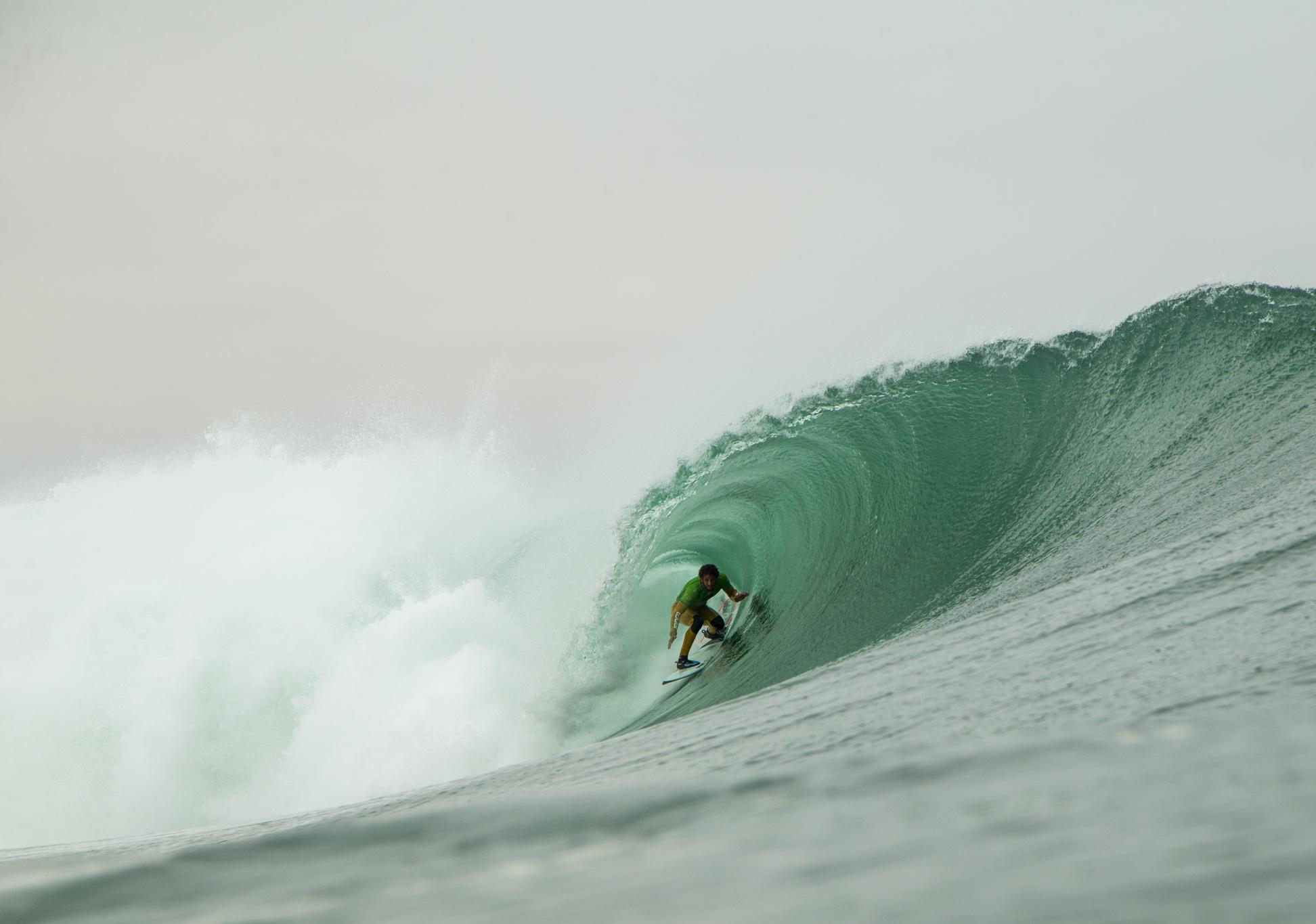 Lucas Chianca brilla en los tubos del Maui and Sons Arica Pro en Chile