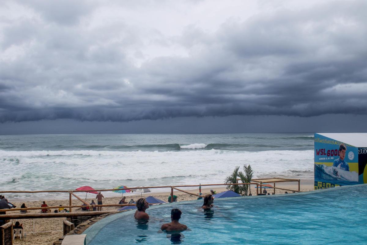 Sol Aguirre clasifica a ronda dos de Los Cabos Open of Surf
