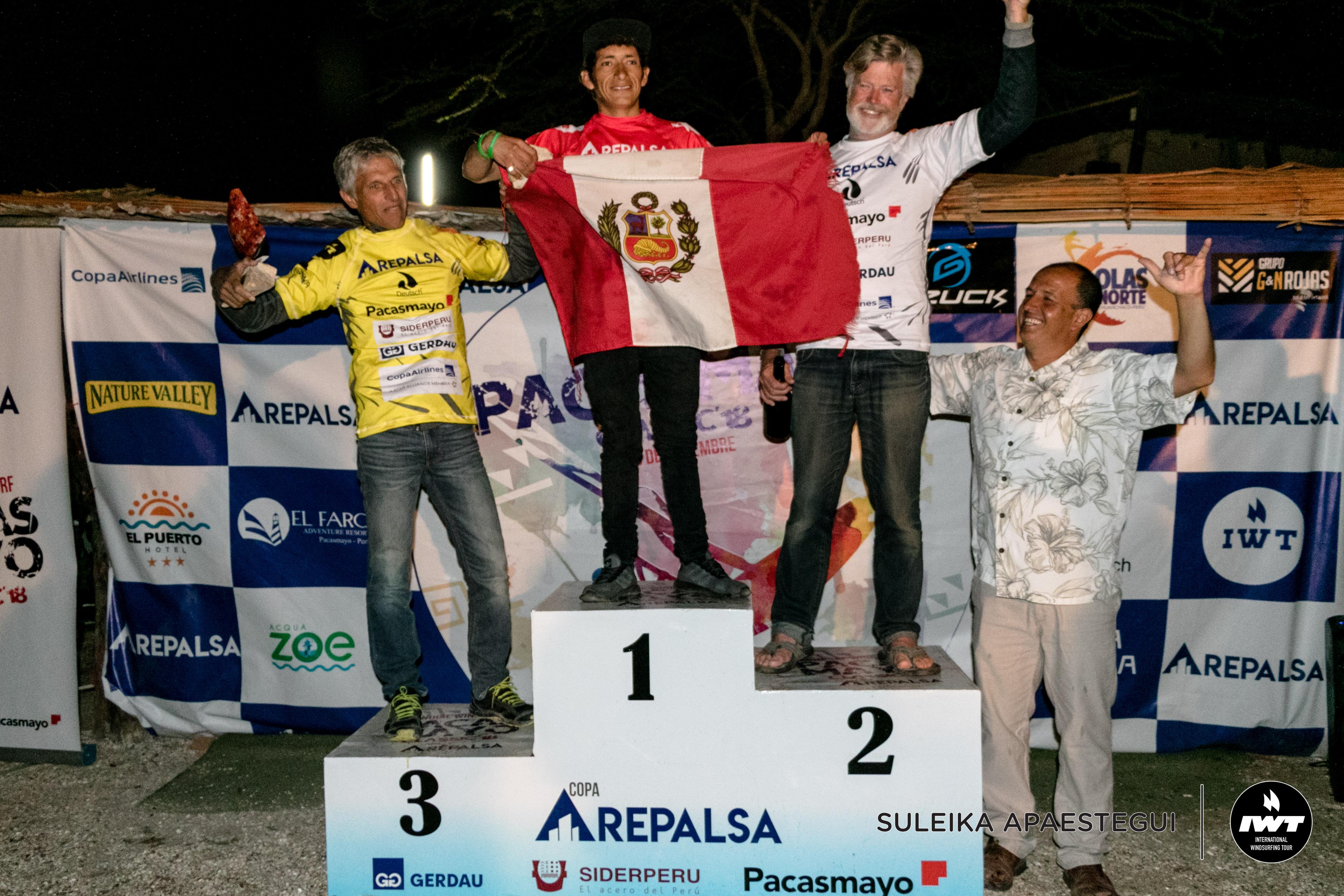 Peruanos hacen podio en mundial de windsurf