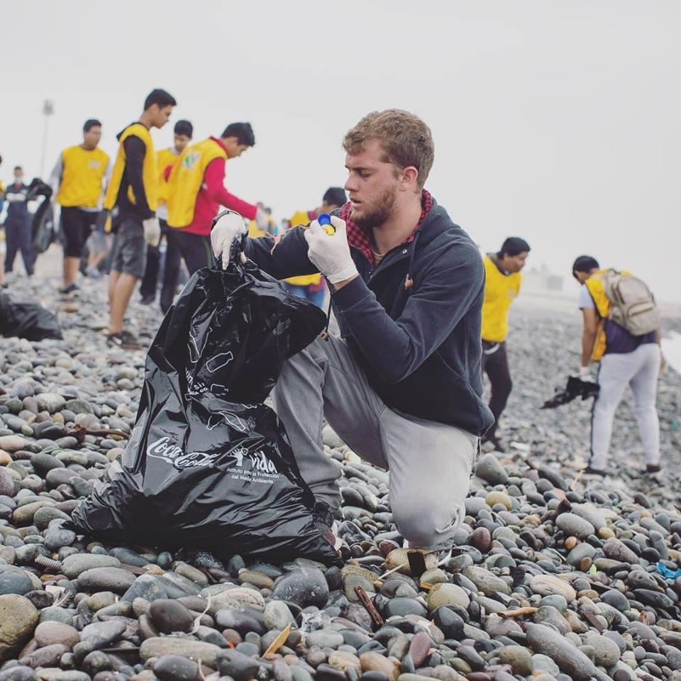 Recogen toneladas de desperdicios en playas y ríos de la Costa peruana