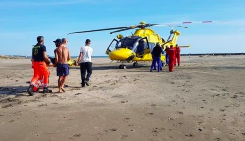 Kitesurfer grave tras ser absorbido por helicóptero