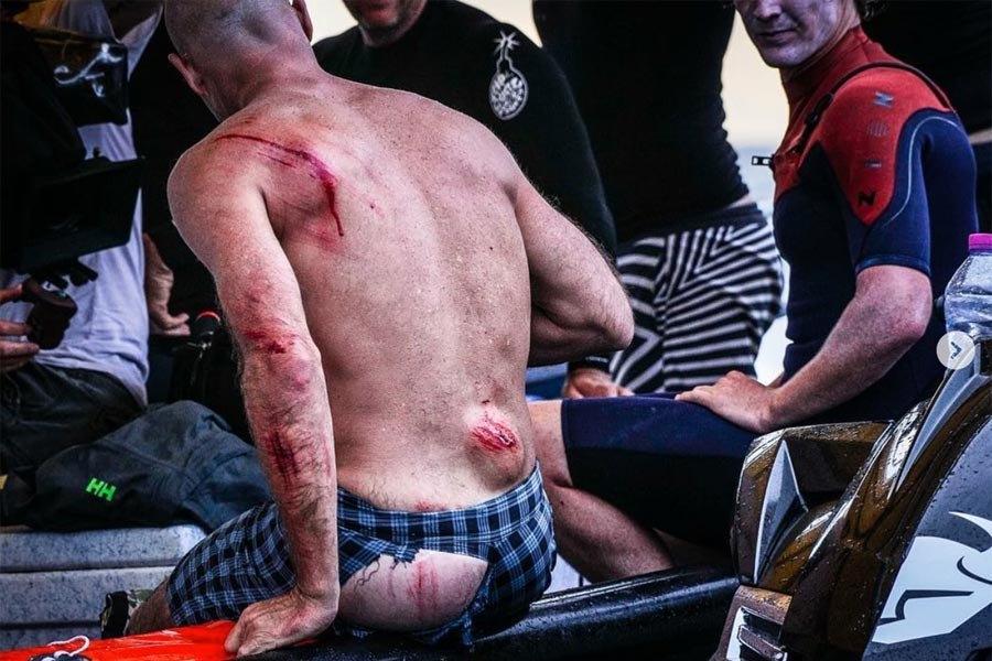 La furia de Teahupoo sobre la espalda de Mike Stewart