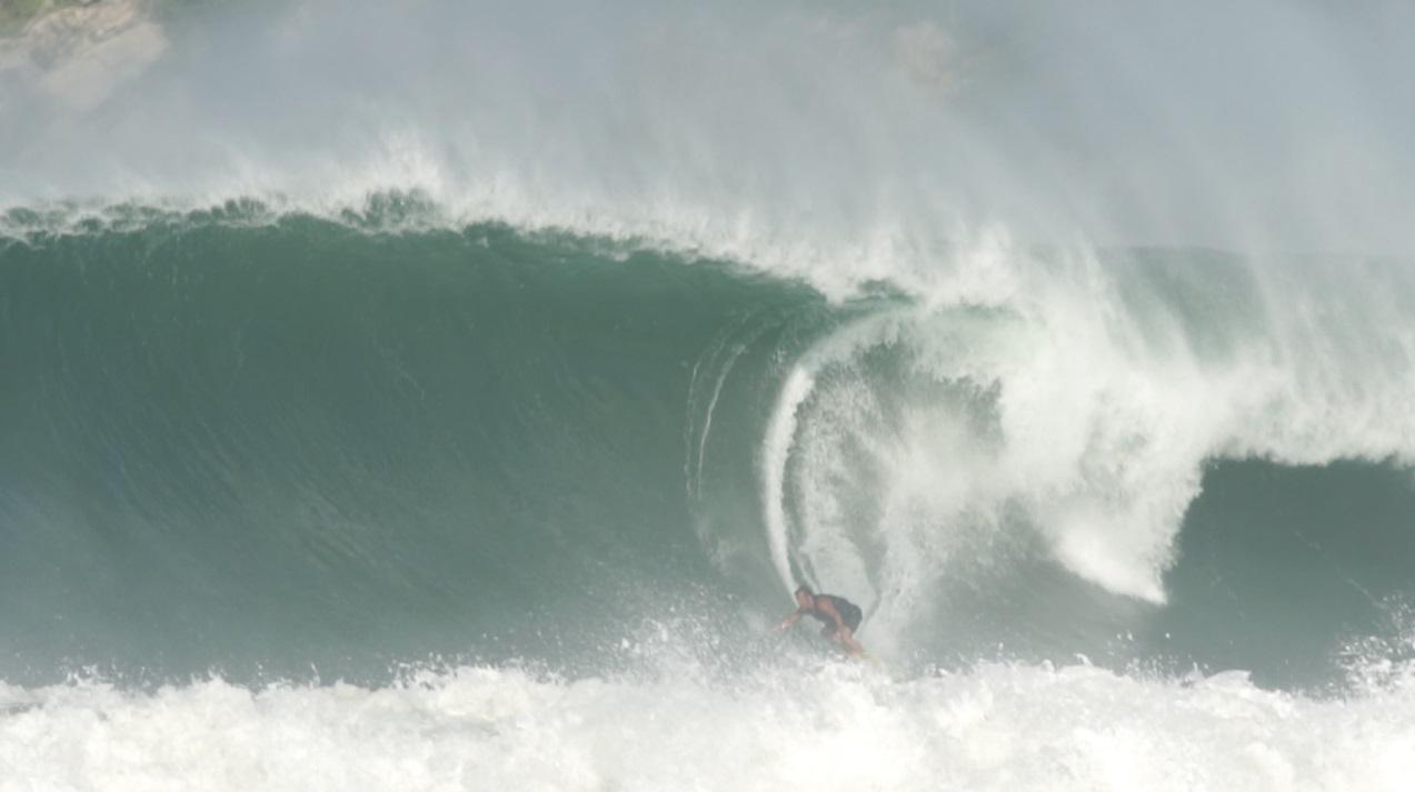 """[PORTADA] Puerto Escondido """"pumping"""" y peruano en acción"""