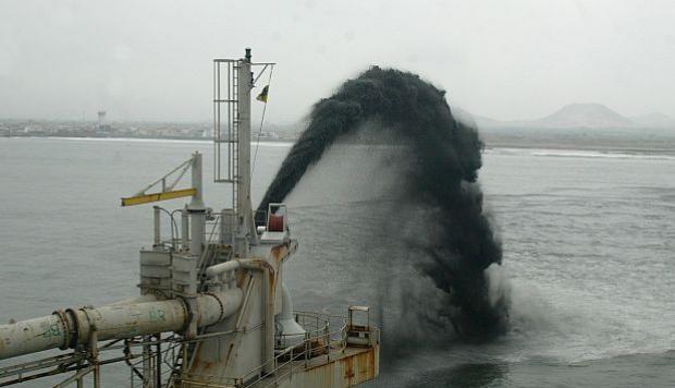 Comienzan trabajos de dragado en puerto de Salaverry
