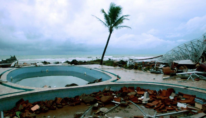 """El tsunami """"volcánico"""" que ha causado devastación en Indonesia"""