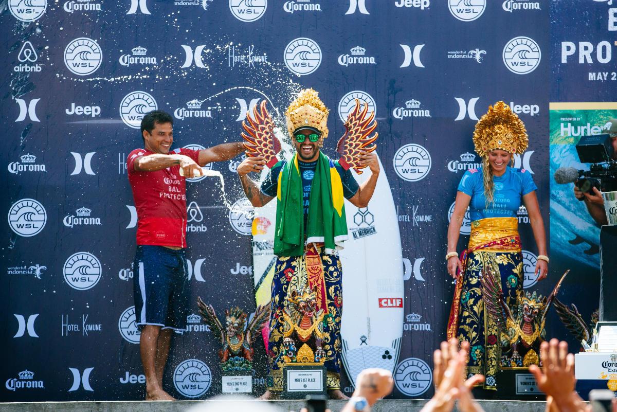 Italo Ferreira y Steph Gilmore elegidos los surfers del 2018