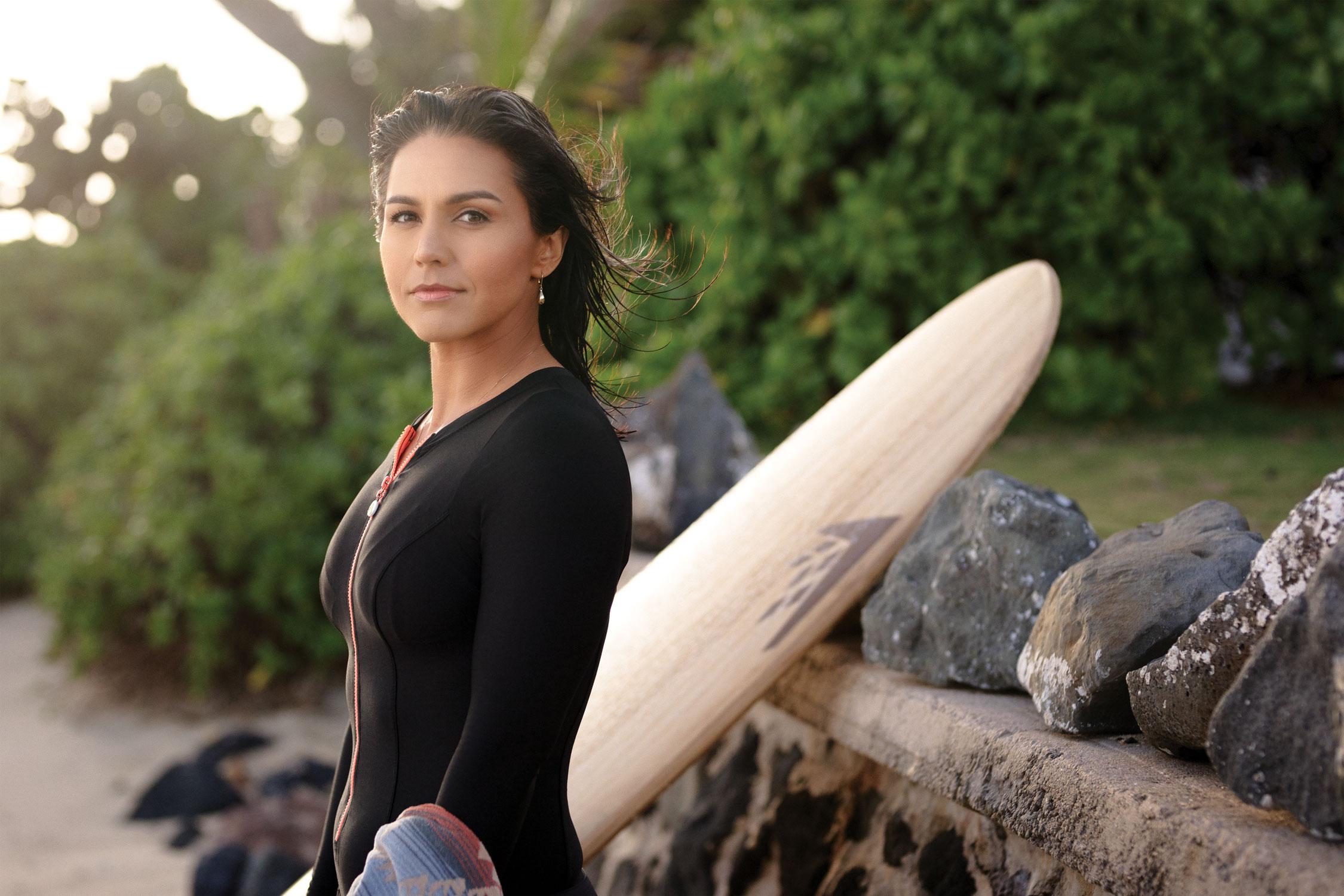 Surfer y veterana de guerra, la mujer que podría arrebatarle el puesto a Trump
