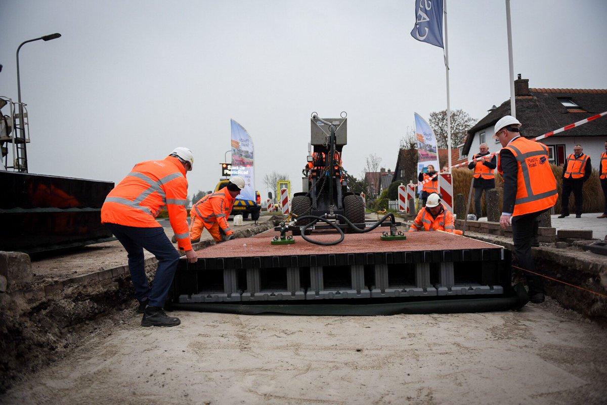 Holanda: Plástico recogido del mar se usa para construir carreteras