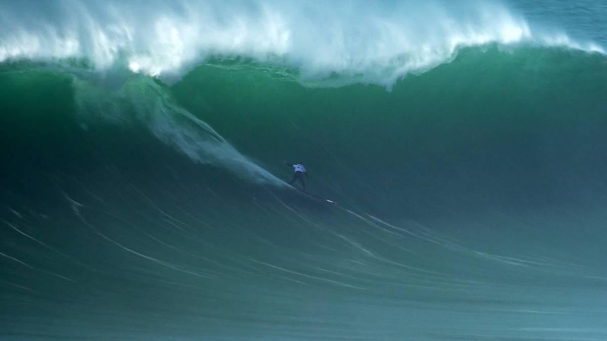 Este es el olón de Natxo Gonzalez en Nazaré nominado a los Big Wave Awards