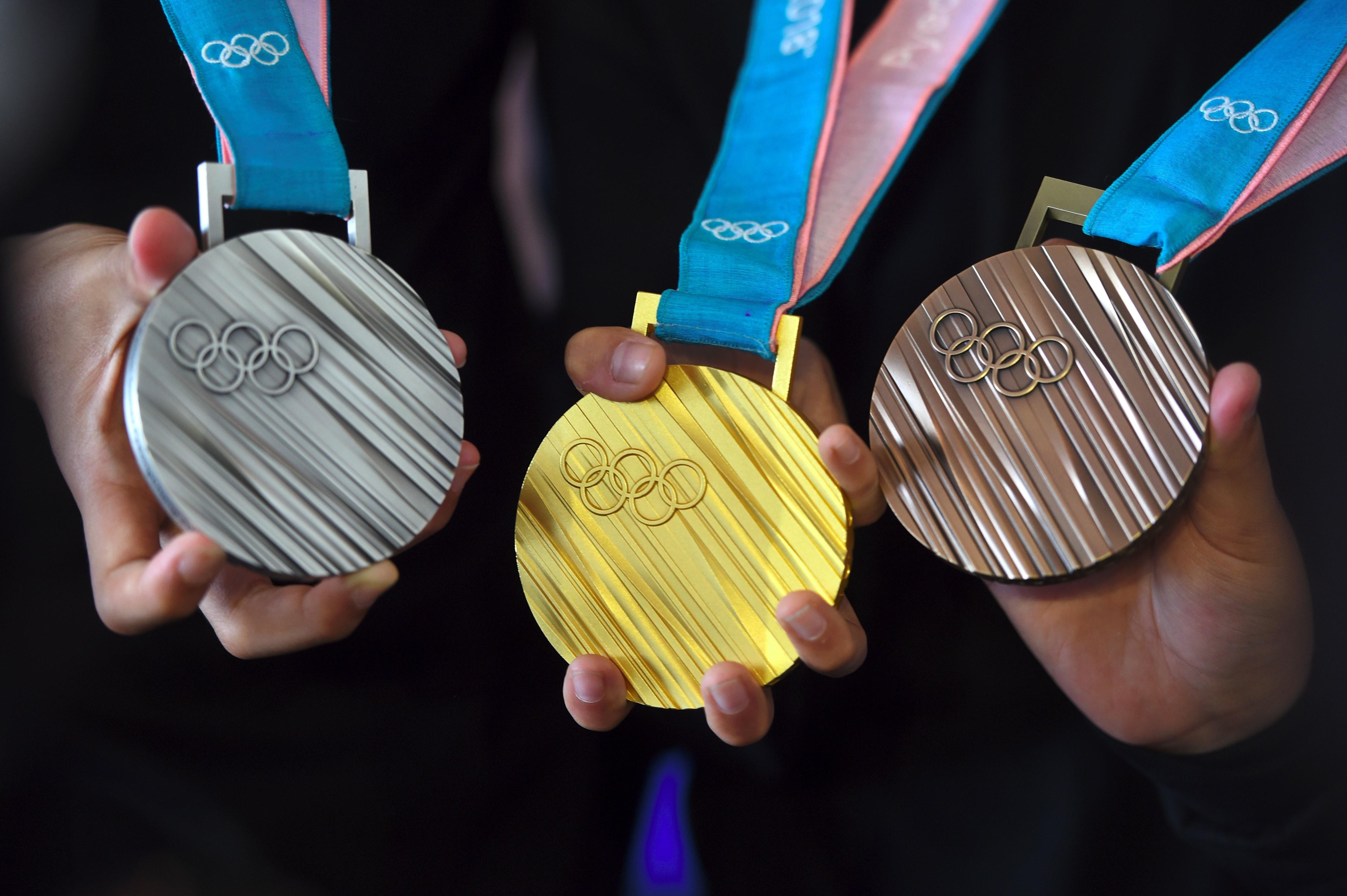 Medallas de los próximos Juegos Olímpicos de Tokio serán fabricadas con teléfonos reciclados