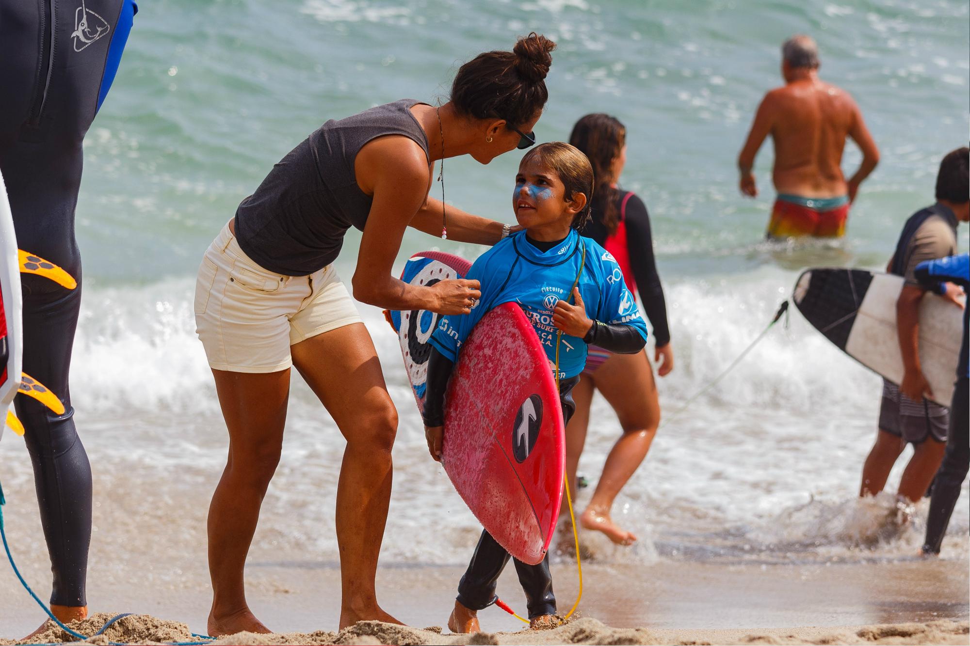 Groms se alistan para detonar las olas en San Bartolo