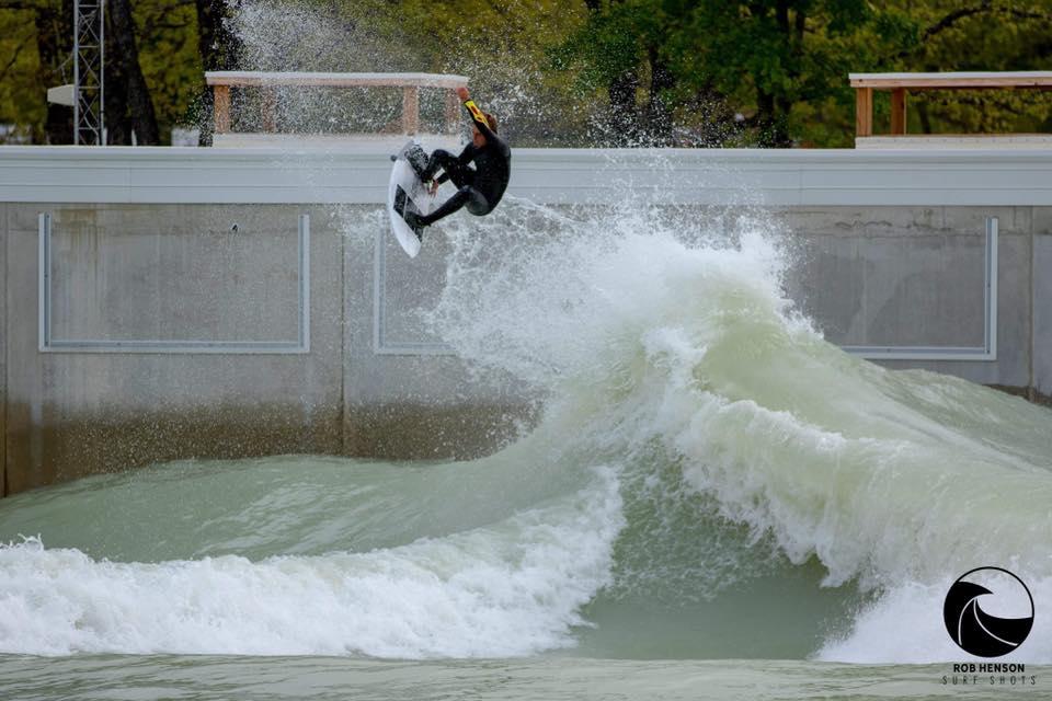 Piscina de Waco ofrece 10 mil dólares al surfista que logre hacer el mejor aéreo