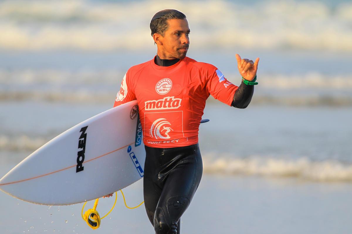 Surfista brasileño denuncia ser víctima de racismo en Portugal