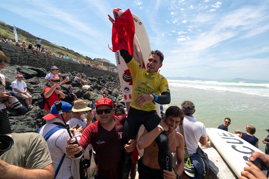 Piccolo Clemente se coronó campeón mundial de longboard en Francia