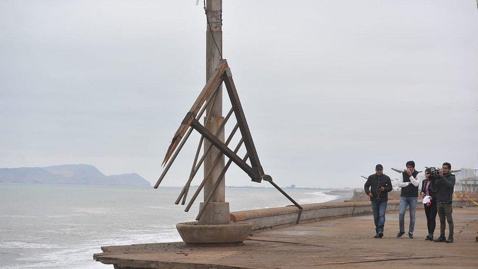 [Fotos y video] Malecón de la Costa Verde se cae a pedazos y pone en peligro a deportistas y transeúntes