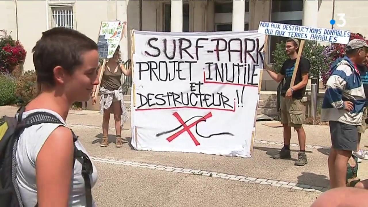 Proyecto de piscina de olas en Francia crea tensión en la comunidad local
