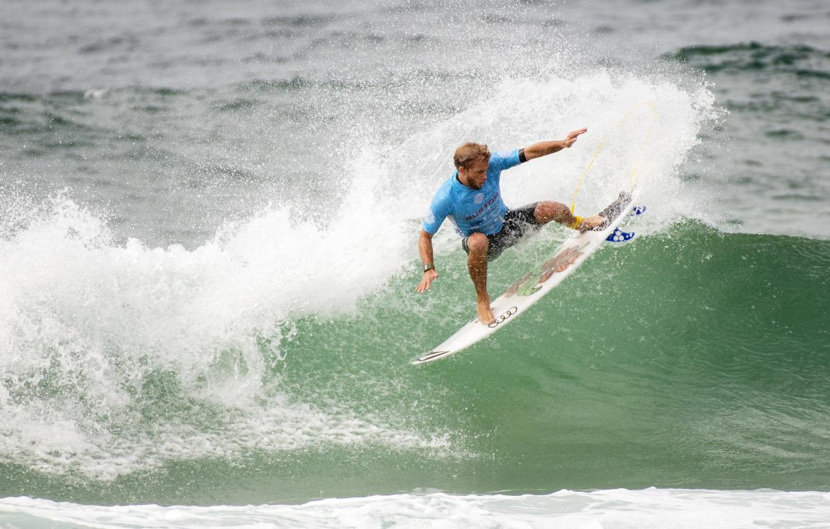 Miguel Tudela avanza a ronda 3 del Galicia Classic Surf Pro