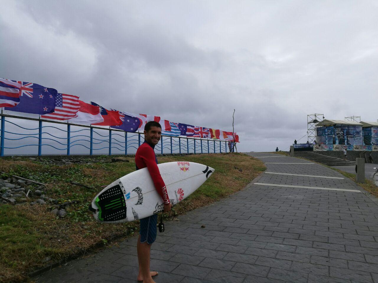 Cristóbal De Col en mundial de surf en Japón