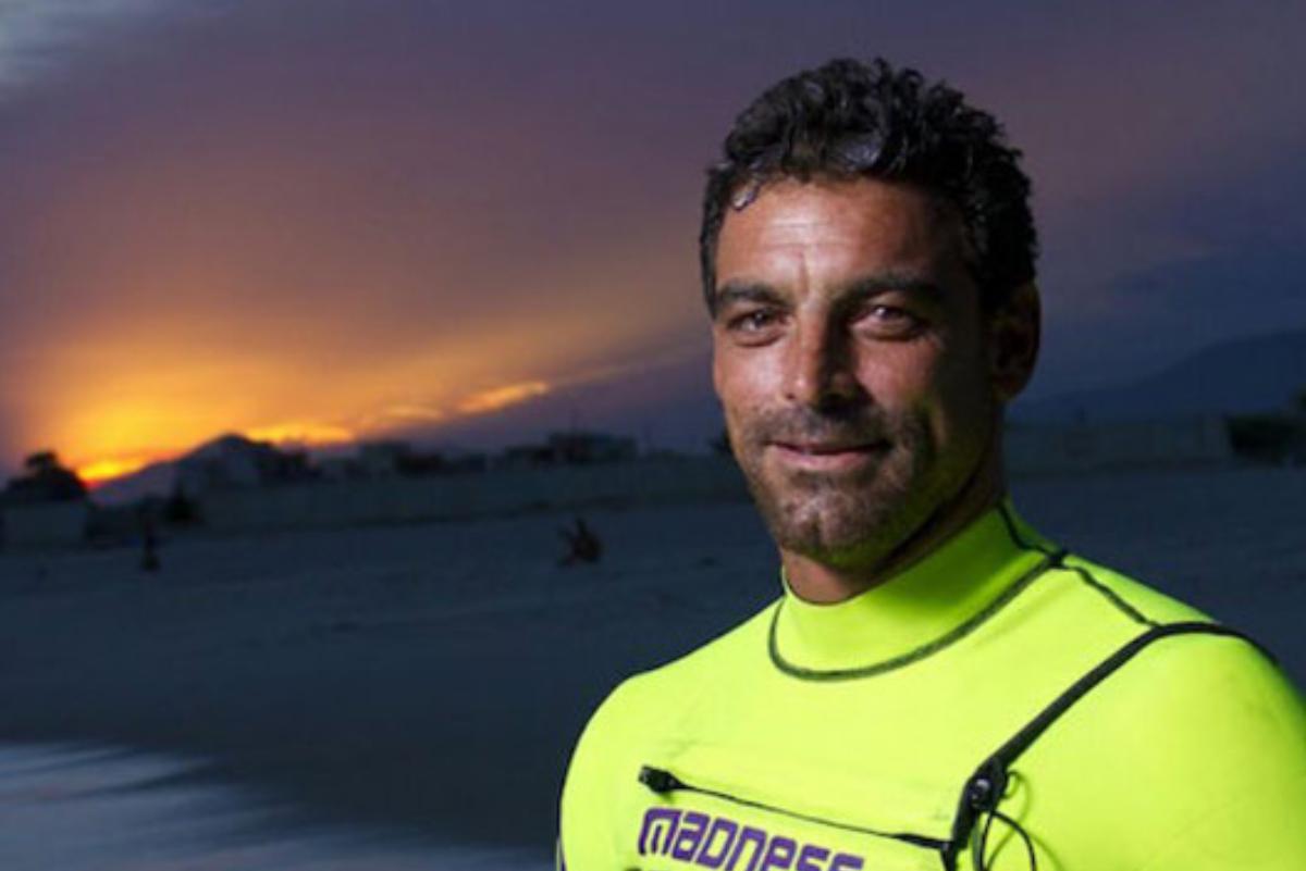 Muere el surfista brasileño Leo Neves