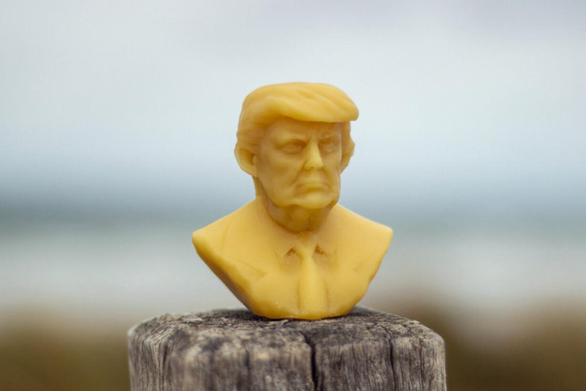 La cera con el rostro de líderes que niegan el cambio climático